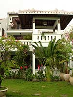 Villas overlooking the river and tropical garden