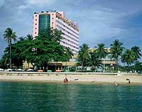 The Yasaka hotel has a central position facing Nha Trang beach