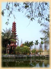 Tran Quoc Pagoda by West Lake