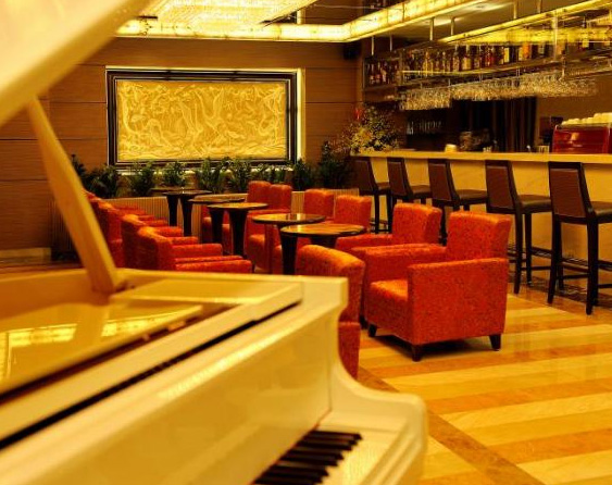 silk path hotel piano bar
